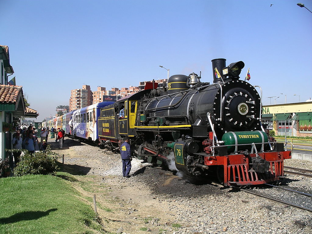 Turistren with steam engine No 76 at Usaquen station