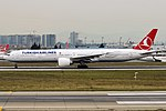 Turkish Airlines, TC-JJR, Boeing 777-3F2 ER (45297462181).jpg