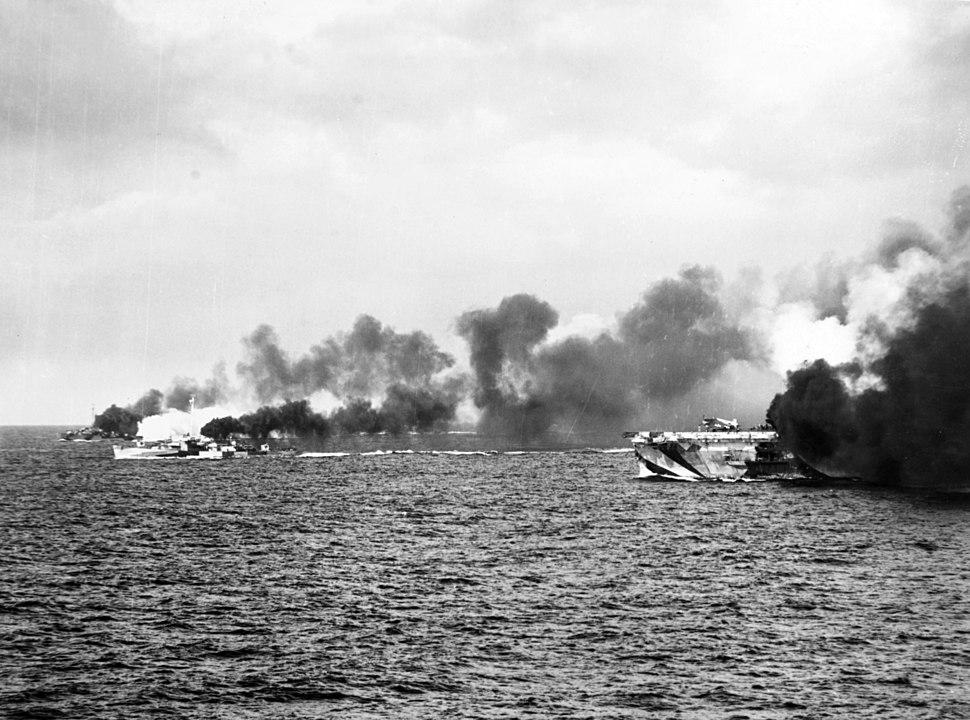 USS Gambier Bay (CVE-73) and escorts making smoke off Samar 1944.jpeg