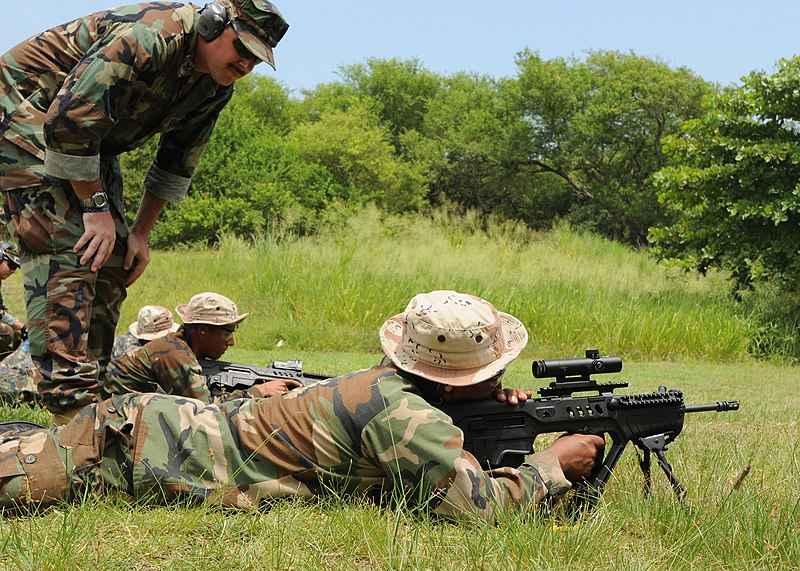 File:US Navy 090911-N-4267W-095 GM1 Sean Sammons assigned with Expeditionary Training Command (ETC) observes a member of the Guatemalan Navy Special Forces.jpg