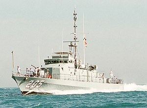 US Navy DN-ST-90-08224 HMAS Townsville (FCPB 205) cropped.jpg
