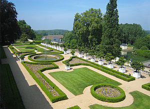 Château d'Ussé - In summer orange trees in ''caisses'' line the terrace parterre.