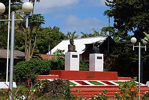 Hanga Roa - Image: Velikonoční ostrov Plaza de Hanga Roa panoramio