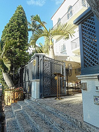 Casa Casuarina - Image: Versace mansion entrance steps