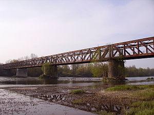 Bannay, Cher - Railway bridge