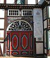 Vlotho-Rotes Eingangstor mit Oberlicht, Schrift im Fachwerk.jpg