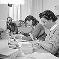 Vrouwen verrichten kantoorwerkzaamheden, Bestanddeelnr 934-6155.jpg
