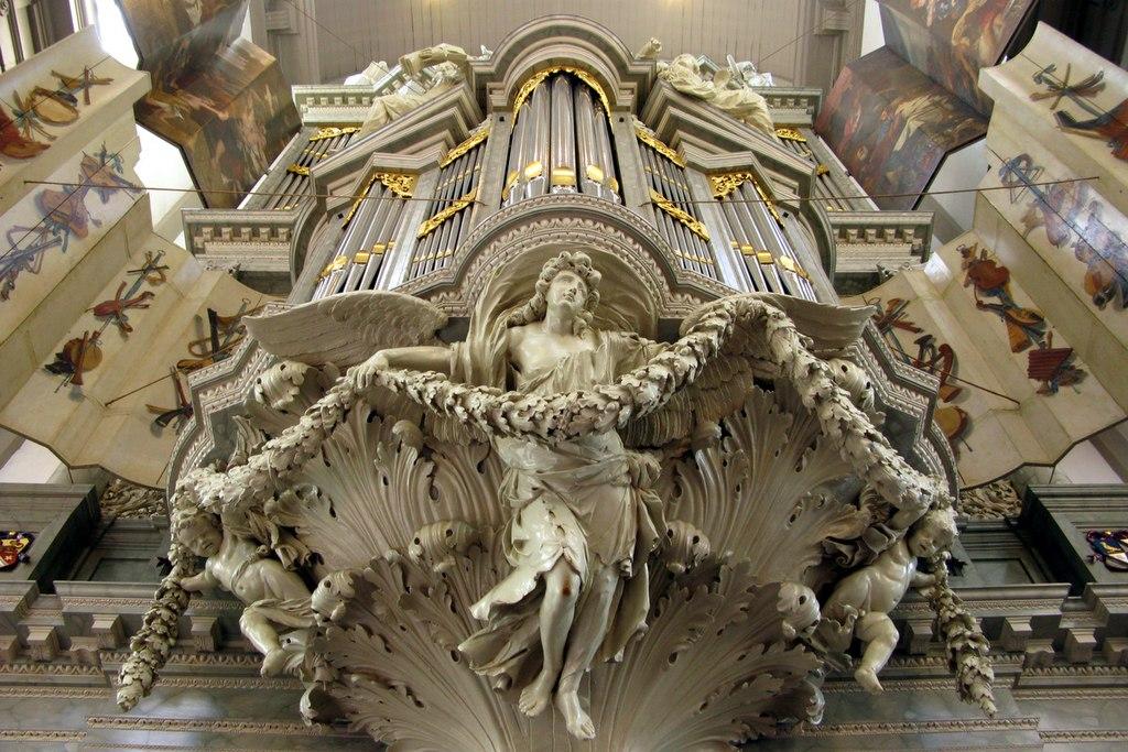 L'orgue de la Westerkerk d'Amsterdam supporté par des anges - Photo d'André.
