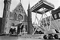 Waddenvereniging en Greenpeace demonstreren op het Binnenhof met nagebouwde boor, Bestanddeelnr 932-7641.jpg