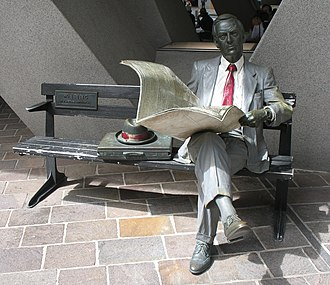 John Seward Johnson II - Waiting, a statue by Johnson, depicts a businessman reading a newspaper, is installed at Australia Square in central Sydney, Australia