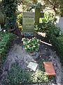 Waldfriedhofdahlelm ehrengrab Nelson, Rudolf.jpg