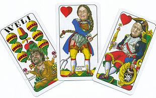 Carte da gioco raffiguranti caricature di personaggi altoatesini famosi, tra cui Reinhold Messner, Eva Klotz e Luis Durnwalder, ad opera di Egon Rusina