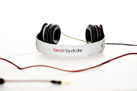 "Rapper Dr Dre has endorsed a line of headphones and other audio gear called ""beats"", which bear his name. Whitesolobeatsbydreheadphones.jpg"