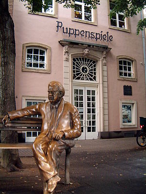 Willy Millowitsch - Willy-Millowitsch-monument in front of the Hänneschen-Theater