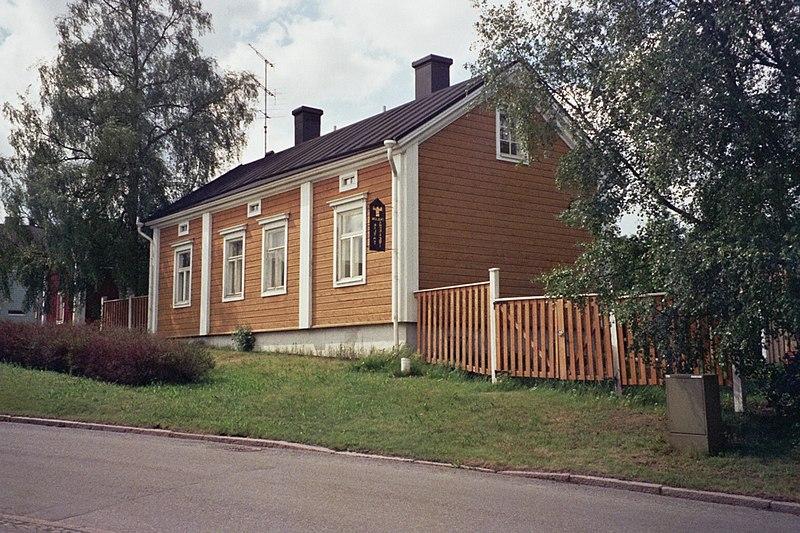 File:Wooden house in Pikisaari Jun2008 001.jpg