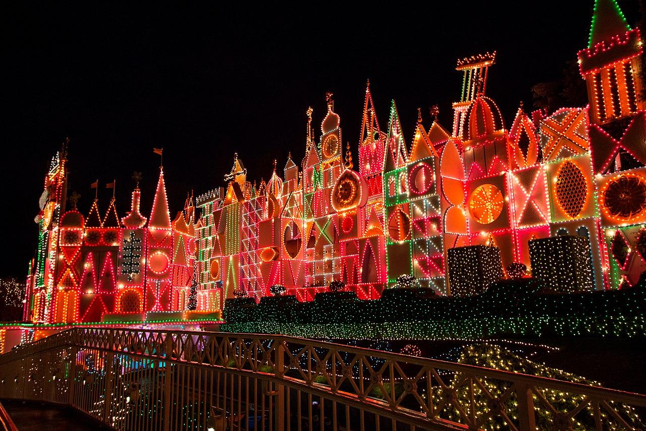 It's a small world, atracción del parque Disneyland.