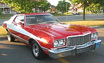 '74 Ford Gran Torino Starsky & Hutch (Auto classique Jukebox Burgers '11).JPG