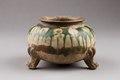 Östasiatisk keramik. Kruka på fötter, Tangdynastin - Hallwylska museet - 96087.tif