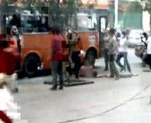 ファイル:Ürümqi riots video.ogv