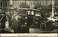 Ведут провокатора под конвоем (Петроград, февраль 1917).jpg