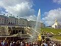 Вид снизу на Большой Петергофский дворец и каскад, 2011-08-07.jpg