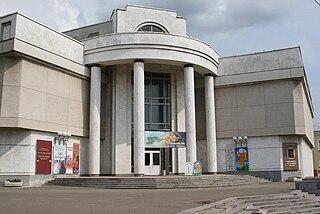 Мраморное здание музея.jpg