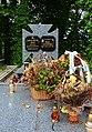 Надгробок на могилі родини Шуль..jpg