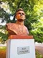 Памятник-бюст Герою Советского Союза И. В. Туркевичу.jpg