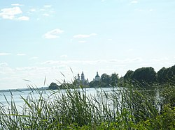 Спасо-Яковлевский монастырь на озере Неро.JPG