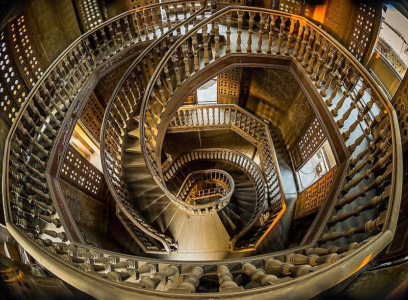 File:السلم الداخلى لبرج قصر البارون.jpg