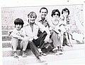 №1022к+ Вадик Кондырев, В.Некрасов, В. и М.Кондыревы, Г.Некрасова, Фонтенбло, июнь 1976.jpg