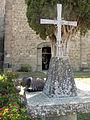 003 Santa Maria de Lluçà, creu davant el monestir.jpg