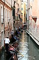 0 Venise, gondoliers sur le Rio di San Salavador (4).JPG