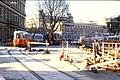 143R10210186 Bereich Bellariastrasse - Ring, Blick Richtung Parlament, Gleisverlegungen für den Bau der U Bahn Linie U3, Strassenbahn Linie D, Typ L 566.jpg
