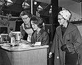 18e Internationale Huishoudbeurs door mevrouw Mansholt geopend, tijdens de rondg, Bestanddeelnr 914-8780.jpg