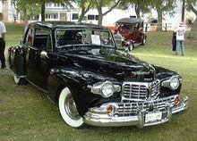 Photographie d'une Lincoln Continental vue de devant