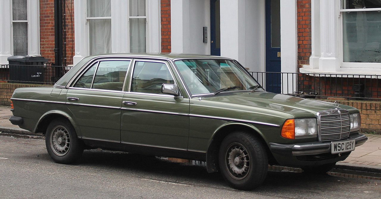 1280px-1983_Mercedes_240D_W123_%2812620225234%29_cropped.jpg