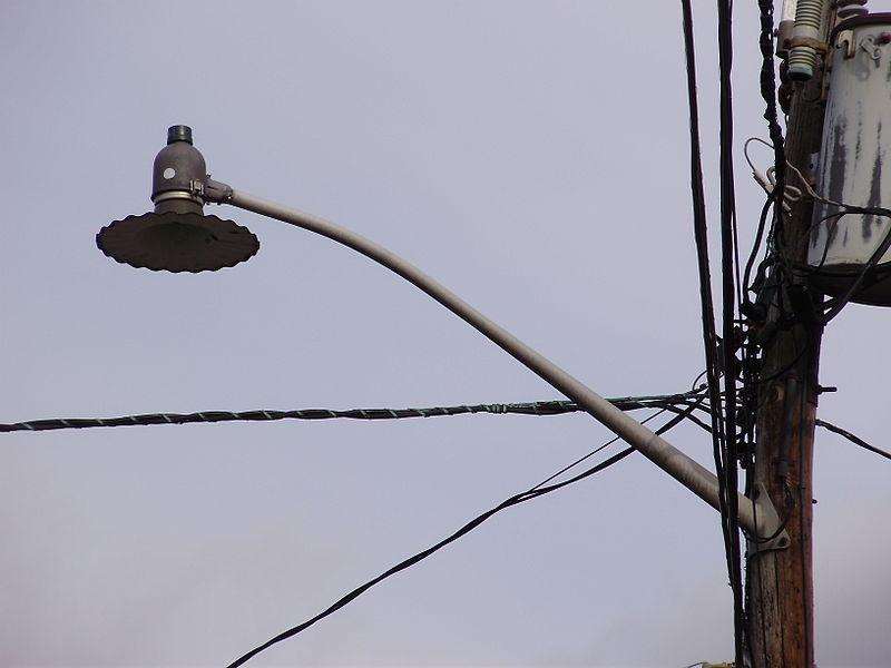 File 2014 12 30 12 45 43 Old Incandescent Street Light