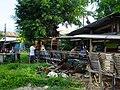2016-09-28 Cockfighting in Buaya, Lapu-Lapu City, Cebu, Philippines ブアヤ村の闘鶏をする男たち DSCF6704.jpg