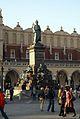 7769vik Kraków w obrębie Plant. Rynek Główny, pomnik Mickiewicza. Foto Barbara Maliszewska.jpg