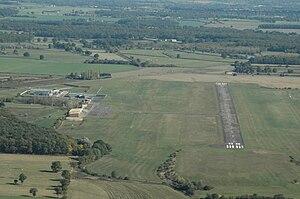 Moulins – Montbeugny Airport - Image: Aérodrome Moulins Montbeugny 01