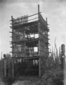 """A """"puhura"""" or watchtower at the Whakarewarewa model pa, circa 1916 ATLIB 315109.png"""