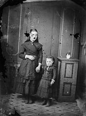 A woman and a child NLW3364715.jpg