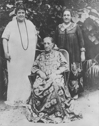 Queen Marau - Queen Marau and Hawaiian princess Abigail Kawānanakoa.