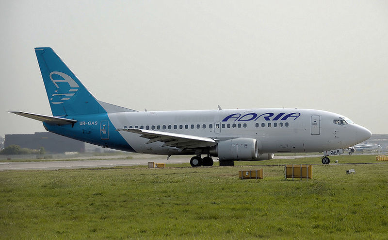 File:Adria.airways.b737-500.ur-gas.taxis.arp.jpg
