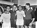 Amsterdam tegen Real Madrid 1-4 in het Olympisch Stadion te Amsterdam, vlnr, Gento, Leo Horn , Di Stefano en Wilkes; Bestanddeelnr 910-4823.jpg