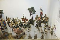 Antique toy soldiers military band different sizes (26665371752).jpg