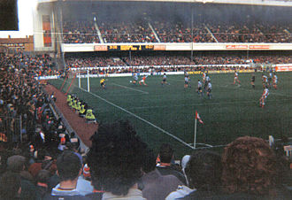 History of Arsenal F.C. (1966–present) - Alan Smith attacking for Arsenal v. Sheffield Wednesday in a match at Highbury in 1992; Arsenal won 7–1