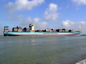Arthur Maersk pic12 approaching Port of Rotterdam, Holland 08-Mar-2007.jpg