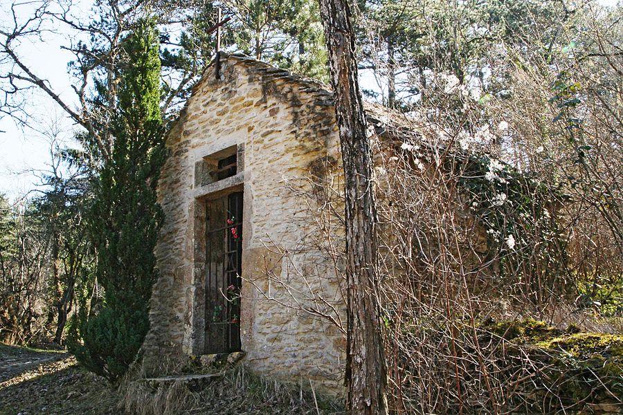 Chapelle Saint-Nicolas sur le chemin de liaison entre Asquins et le GR 13